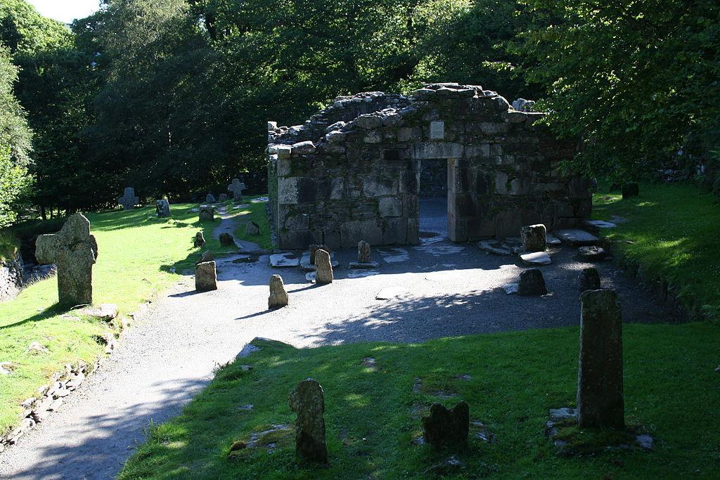 1024px-Glendalough05