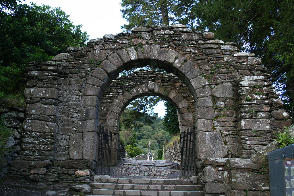 1024px-Glendalough Gatehouse
