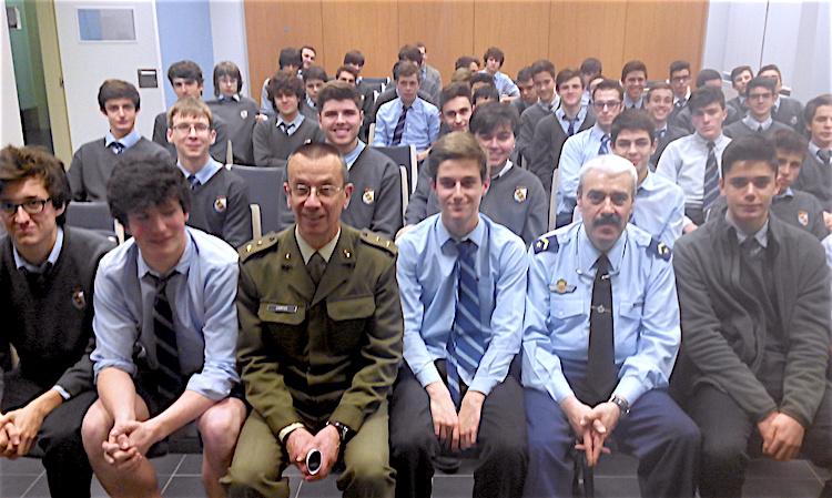 Orientación Universitaria. Sesión sobre las Fuerzas Armadas