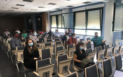 La experta, Rosa Liarte, imparte una sesión al profesorado